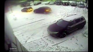 видео Поцарапал дверь и уехал Ижевск