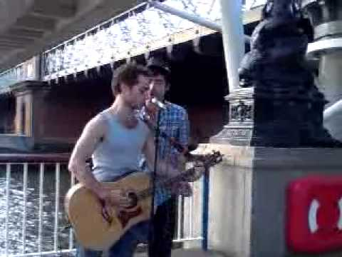 Mortix09 Goes Out: Two Buskers at the Thames Riverside