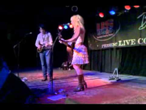 Hip To My Heart-The Band Perry Live @ Joes Bar Chicago 1-21-2011