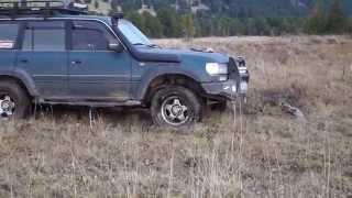 Toyota Land Cruiser 80 застрял в болоте