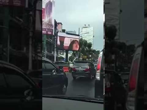 Ini dia video hot di billboard jakarta selatan