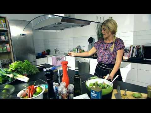 Pernilla Wahlgren lagar pesto kyckling - vardagsmaten.se