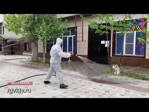 Работники МЧС Дагестана продезинфицировали территорию ж/д-больницы Махачкалы