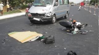 Tai nạn thảm khốc 11h trưa 23/8, nữ sinh đang đi học về bị xe bán tải tông chết tại chỗ