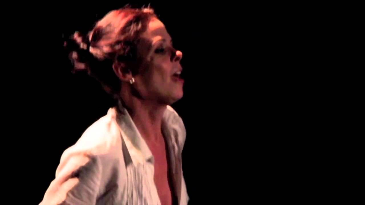 Suzana Nascimento na peça Preciso Andar