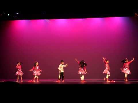 Malayalam group dance(song: Mandarame movie: Om Shanti Oshana)