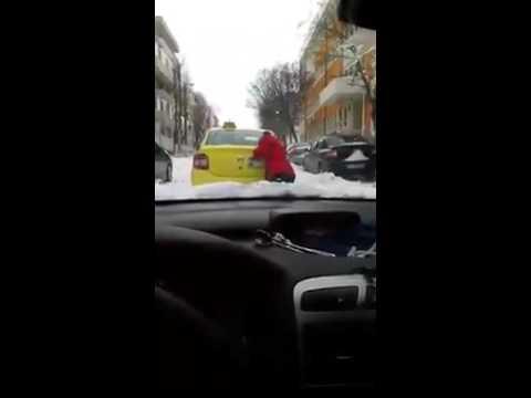 Clienta data jos sa impinga taxiul