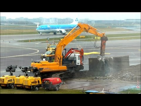 Amsterdam International Airport - Building a Taxiway
