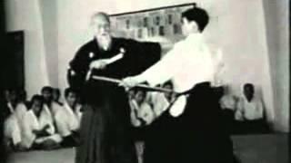 Морихей Уэсиба 1961 (77 лет) - работа с оружием в айкидо
