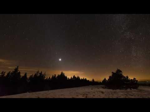 Vénus, éblouissante dans le ciel du soir