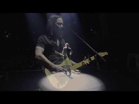 """Theresarockface - Myles Kennedy performs """"Hallelujah"""" in Paris using Jeff Buckley's Guitar"""