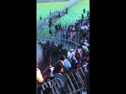 Destrozos de los hinchas de Colo Colo tras el gol de Mier