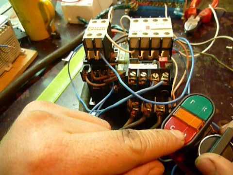 Схема реверса трехфазного двигателя в однофазную сеть 86