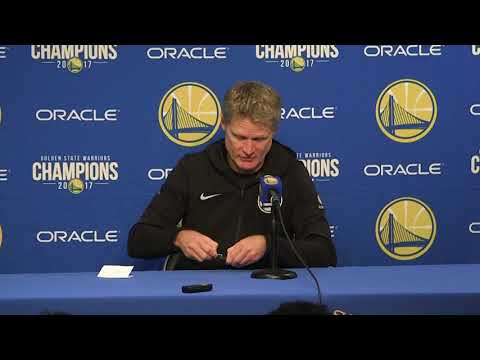 Steve Kerr breaks news, clips his nails while waiting for reporters to tweet