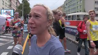 Eva Vrabcová Nývltová po vítězství mezi ženami v závodě Běchovice - Praha 2017