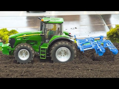 AMAZING RC MODEL TRACTOR JOHN DEERE 7930 AT WORK / Modell Süd Stuttgart 2016