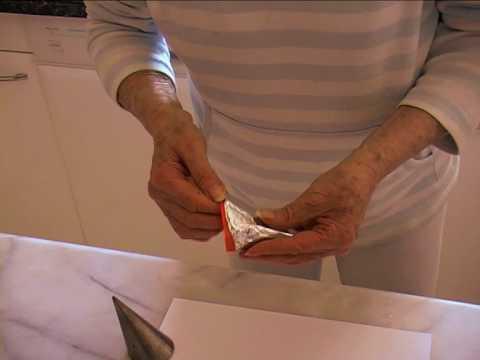 Comment faire les cônes des Cornets Feuilletés - Astuce de Mamy Monica