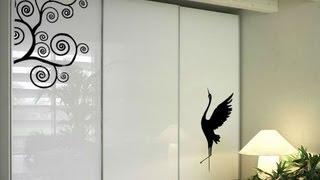 видео Как обклеить старый шкаф обоями и обновить пленкой: фото декора