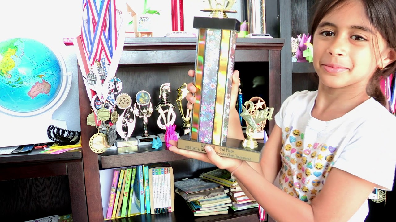 7-year-old Valencia chess player brings home national trophy – Santa