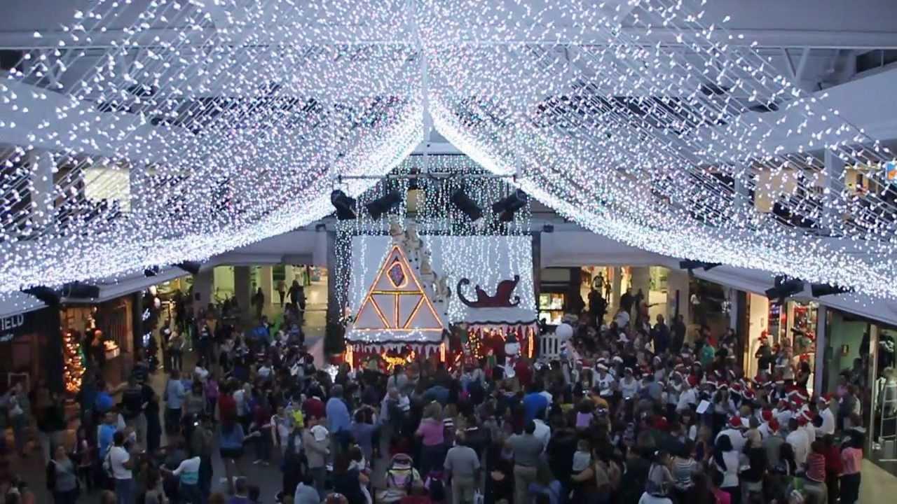Comienza la navidad en el centro comercial deiland con su for Decoraciones para navidad interiores
