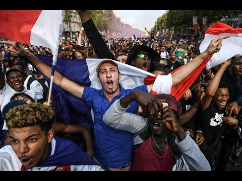 الالاف يحتفلون قرب برج إيفل بإحراز فرنسا لقب المونديال  - نشر قبل 8 ساعة