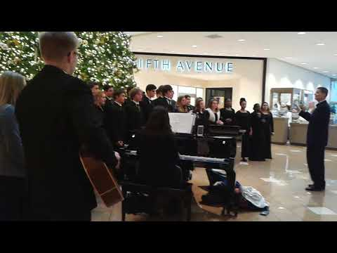 Isidore Newman High School choir at Canal Place, Ocho Kandelikas