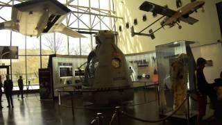 Вашингтон. Музей авиации и космонавтики. Часть 1.(Обзорная экскурсия по музею авиации и космонавтики в Вашингтоне. Часть 1. Извиняюсь за плохой звук и возмож..., 2014-06-01T11:25:22.000Z)