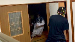 玄関が開かず家の中で貞子と鬼ごっこ【恐怖ドッキリ】