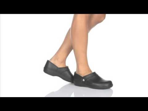 f7c1af7e29a181 Crocs Neria Work papucs - YouTube