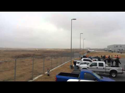 DREAMLIFTER LANDS AT WRONG AIRPORT! Short runway take-off!