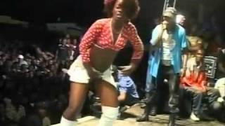 Congo - Werrason - Dancing Girls in Mayi Ya Sika