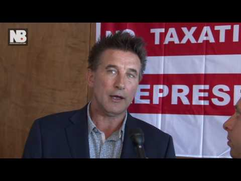 Billy Baldwin: Hillary Clinton 'Comfortable' With Wall Street