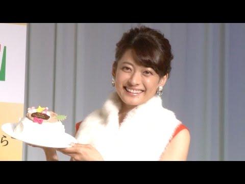 乙葉、クリスマスケーキ100個プレゼントされた反応は? セブン—イレブン『クリスマスかまくら』20周年記念イベント