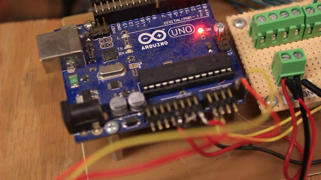 Using the Si5351 with Arduino for some simple FM modulation