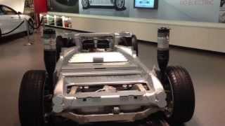 Обзор Тесла S - автомобиль-мечта!(Tesla S внутри и снаружи. Неприятно удивило -парктроник за дополнтельные деньги, нет самостоятельной парковки,..., 2013-04-23T19:21:59.000Z)