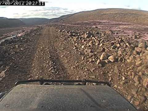 Island2012 E45 F821, křitovatka s F881, VW transporter před námi, klesání o 900m, brody Eyjafjarðará