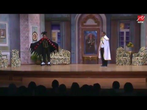 أوس أوس ودخلة مجنونة بسكوتر على #مسرح_مصر