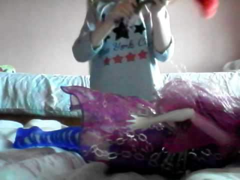 Monster high doll Popstar Head lights up and sings