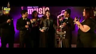 "Alka Yagnik sings Bole Chudiyan in ""A Cappella"" style at #MMAwards Red Carpet"