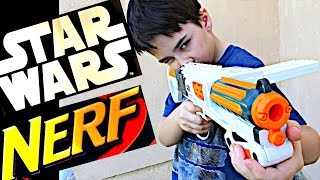 Robert-Andre is unboxing Star Wars Nerf Episode VII First Order Stormtrooper Deluxe Blaster