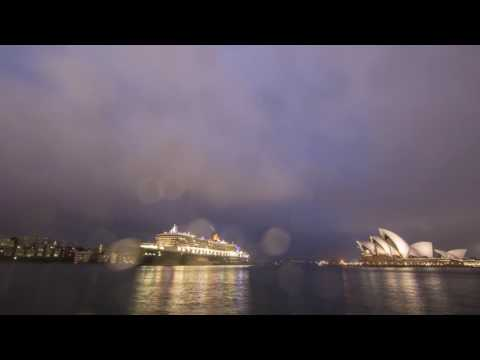 QM2 Arrives Sydney (Short)