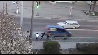 Бус сбил пешехода.