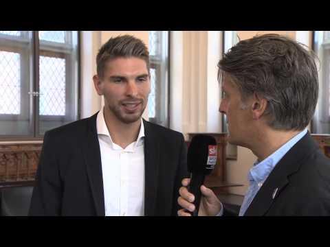 Weltmeister Ron-Robert Zieler von Hannover 96 wird von der Stadt Köln geehrt HD