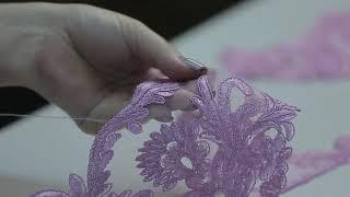 G 2213 Платье вечернее с ручной вышивкой и шлейфом video