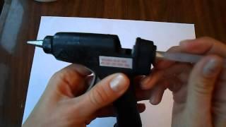 видео как работает горячий клей-пистолет