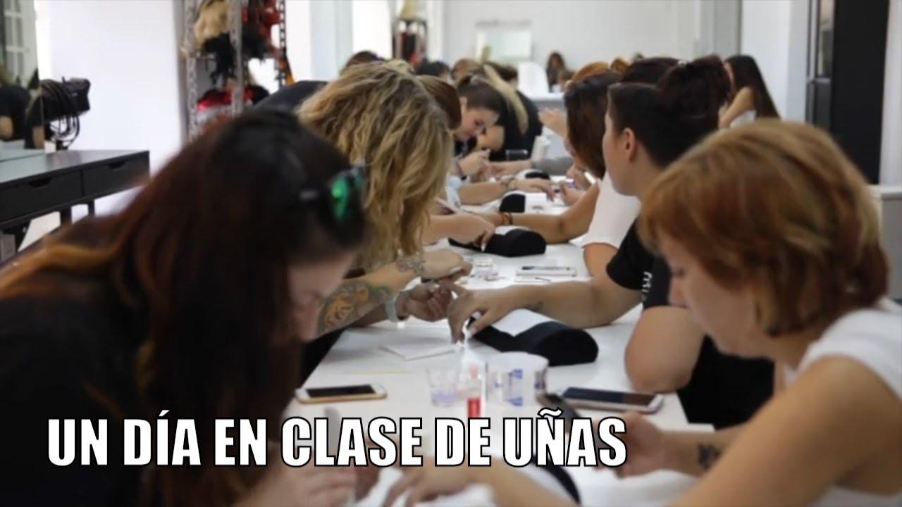 Clase En El Curso De Uñas De Gel Y Porcelana
