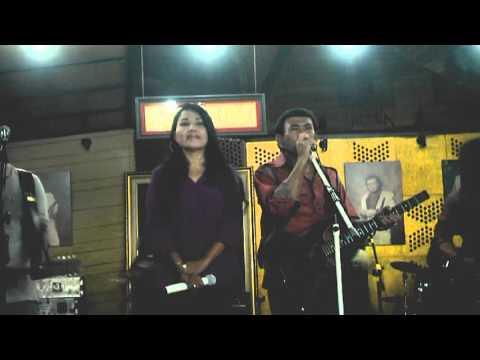 ASYIKNYA DUET  RITA SUGIARTO  RHOMA IRAMA; Lagu Cuma Kamu