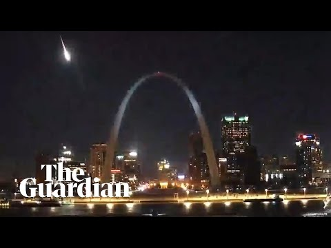Huge meteor lights up Missouri sky