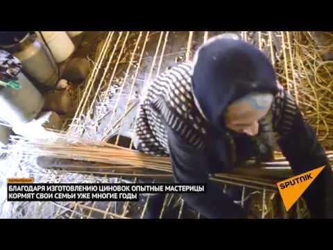 Плетение циновки из камыша азербайджанской мастерицей