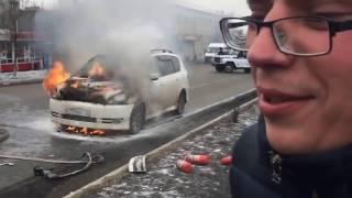Gambar cover Шок у водителя: горит машина (полная версия автопожара в Чите, с ДТП)